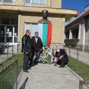Кой се гаври с българските знамена!?