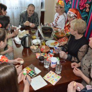 Майсторски клас по боядисване на великденски яйца бе проведен в град Тараклия