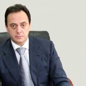 По примера на братовчеда Груевски: Бившият шеф на македонското разузнаване избяга и се крие