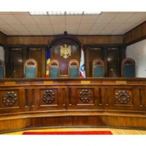 """Политическата криза в Молдова се задълбочи, парламентът и Конституционният съд """"кръстосаха шпаги"""""""
