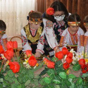 Пролетни обичаи и традиции на българския народ показаха децата от детската градина на молдовския град Тараклия