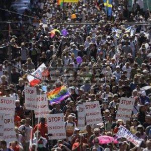 Хиляди демонстрират в Берлин срещу ограниченията заради коронавируса
