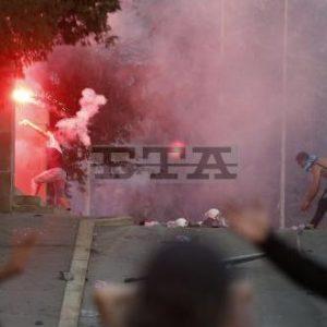 В протестите тази нощ в Белград бяха ранени 19 полицаи и 17 демонстранти по данни на лекарите