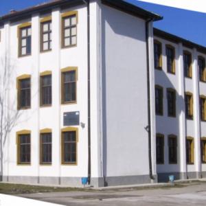 За поредна година д-р Milen Vrabevski и Фондация Българска Памет осигуриха на гимназията в Босилеград, Сърбия, достъп до над 15 000 видео урока и теста на български език в образователната онлайн платформа Уча.се.