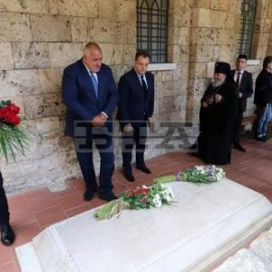"""Министър-председателят Бойко Борисов и президентът на Сърбия Александър Вучич посетиха църквата """"Св. 40 мъченици"""" във Велико Търново"""
