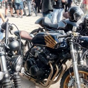 Около 200 автомобили и мотоциклети участват в третия международен ретро-парад за класически автомобили и мотоциклети в Кюстендил