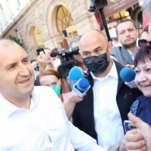 Радев поиска оставката на правителството и главния прокурор