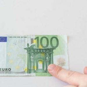 Pravila za 100 evra: Ko je do 24. aprila bio punoletan dobija novac, prijave od petka sa ličnom kartom
